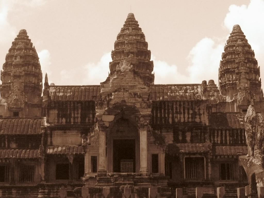 IMG 3852 1024x768 Ancient Ruins of Angkor Wat and Angkor Thom in Cambodia